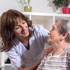 enfermeras a domicilio en Barcelona dando tratamiento a enfermos