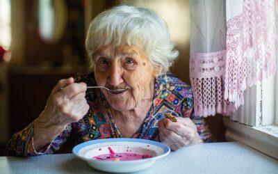 Cuidar ancianos: la pérdida de apetito en mayores