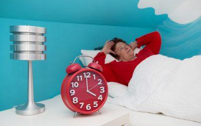 Cuidado de personas mayores: consejos para tratar el insomnio