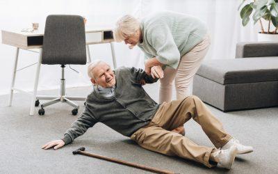 Cómo evitar las caídas y cuidar de las personas mayores