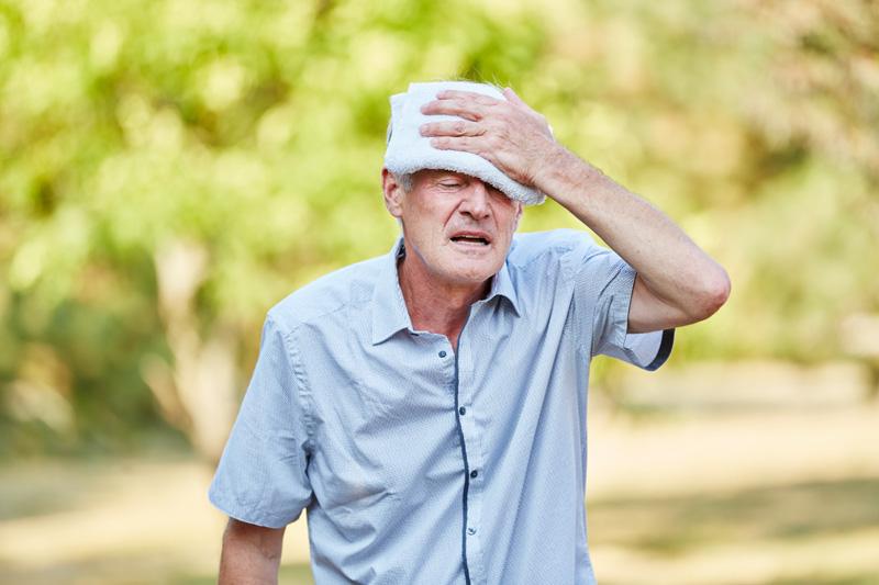 Cuidador de ancianos: cómo evitar el golpe de calor