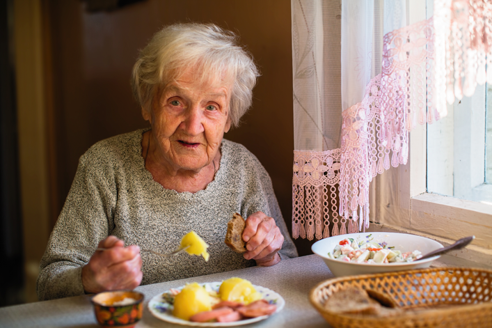 Pirámide de la alimentación saludable para las personas mayores