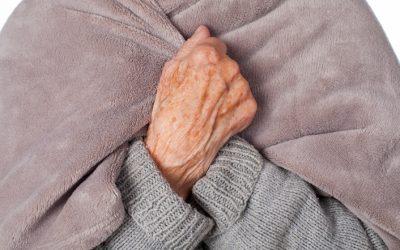 Cómo ayudar a las personas mayores a combatir el frío