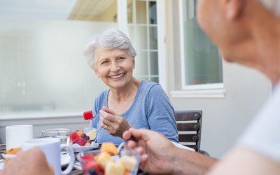 Cuidado de personas mayores: recomendaciones para una dieta saludable