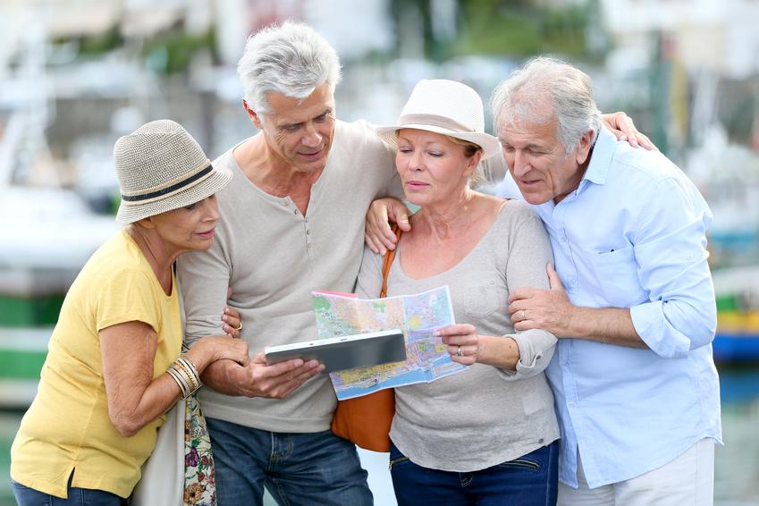 cuidado de personas mayores viajando en vacaciones