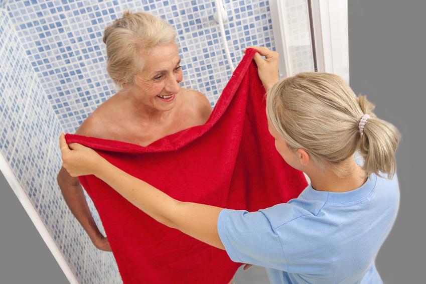 cuidados para personas mayores, la higiene