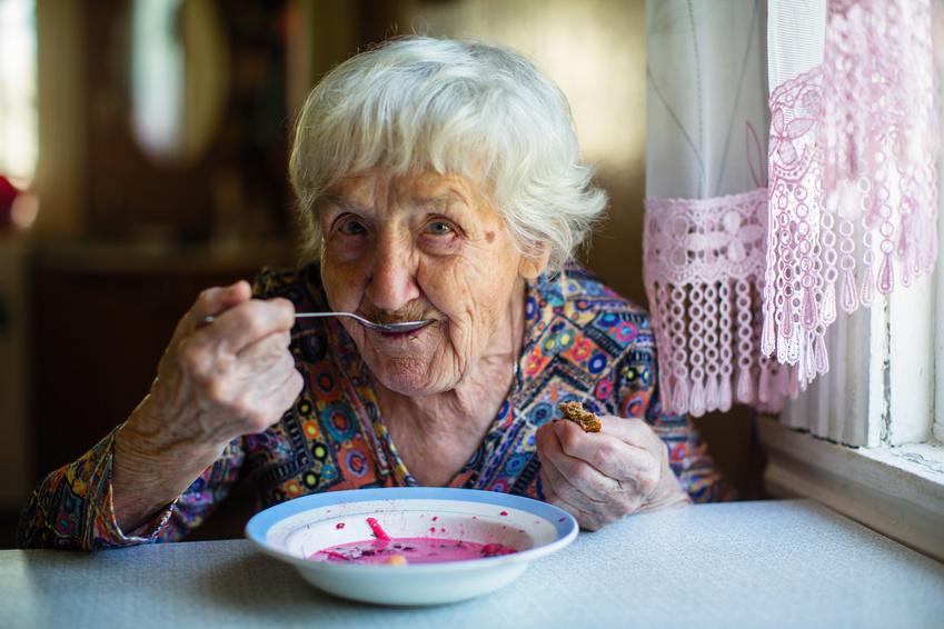 cuidado de ancianos con la pérdida de apetito