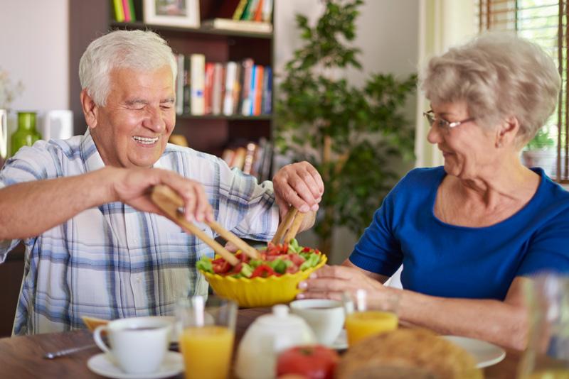 Cuidado de personas mayores y la alimentación