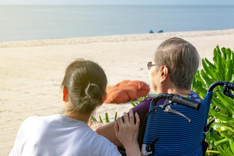 Cuidar a las personas mayores disfrutando del verano