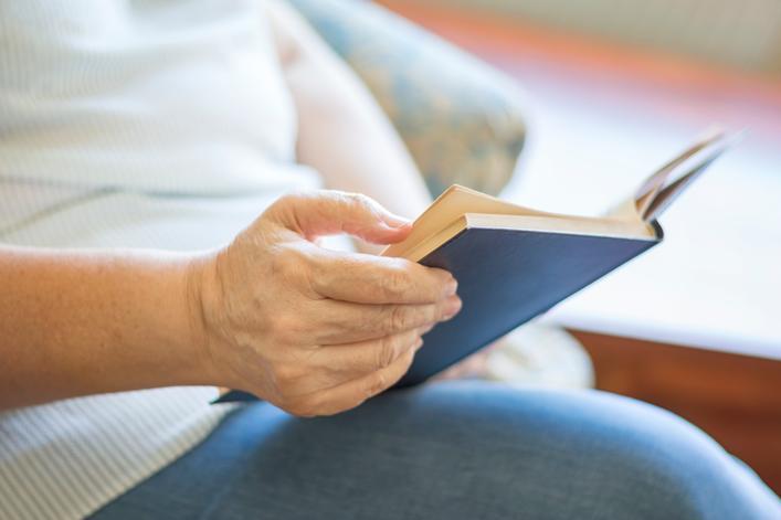 cuidado de las personas mayores y la lectura