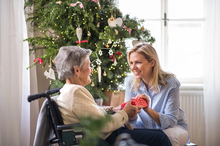 Cuidar de las personas mayores a domicilio en navidad
