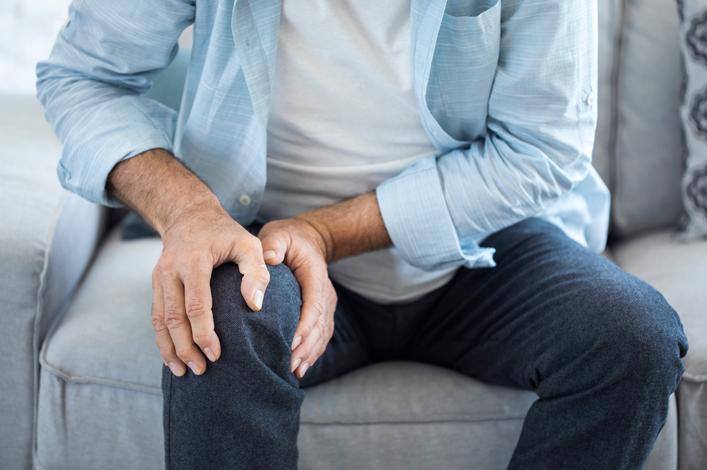cuidar personas mayores dolor de huesos